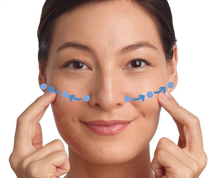 עיסויים לשיפור מראה עור הפנים: עיסוי לחיים