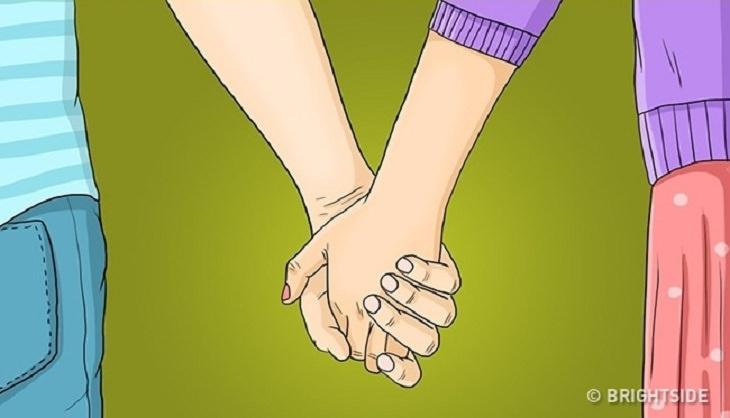 אחיזת ידיים שכפות הידיים מופנות כלפי מטה