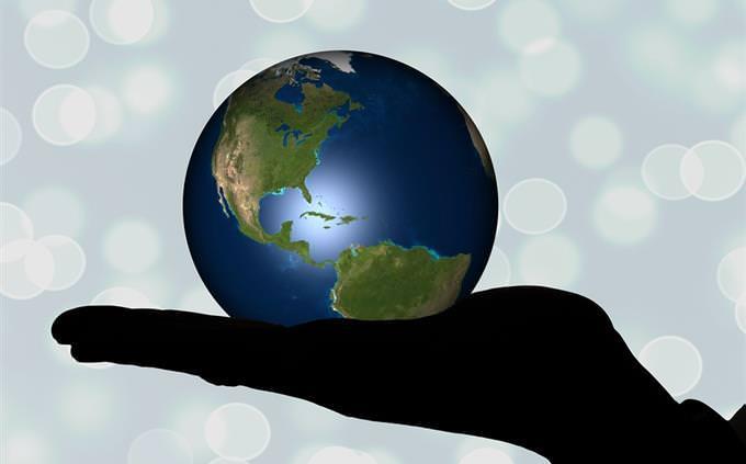 כדור הארץ על כף יד