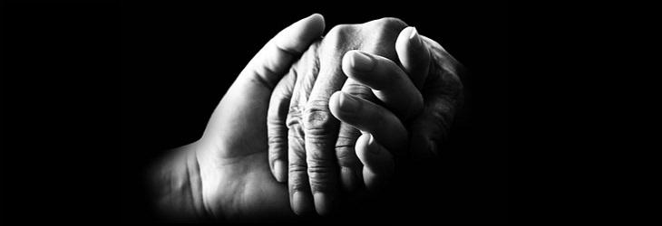 מידע על אגודת רעות אשל: יד צעירה אוחזת ביד מבוגרת
