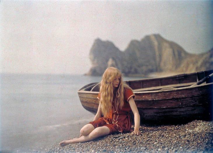 אישה על חוף הים, 1913