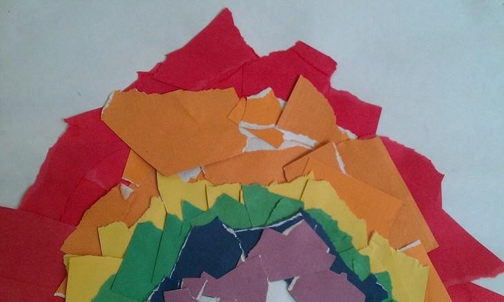 גזרי נייר צבעוניים