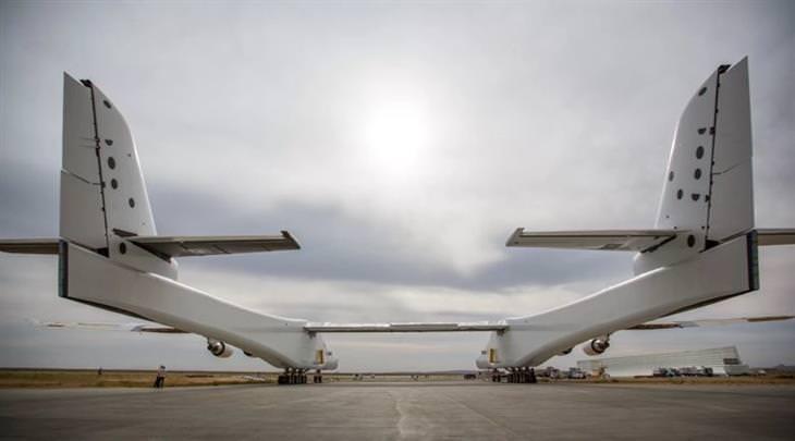 מטוס הסטראטולאנץ' במבט מאחור