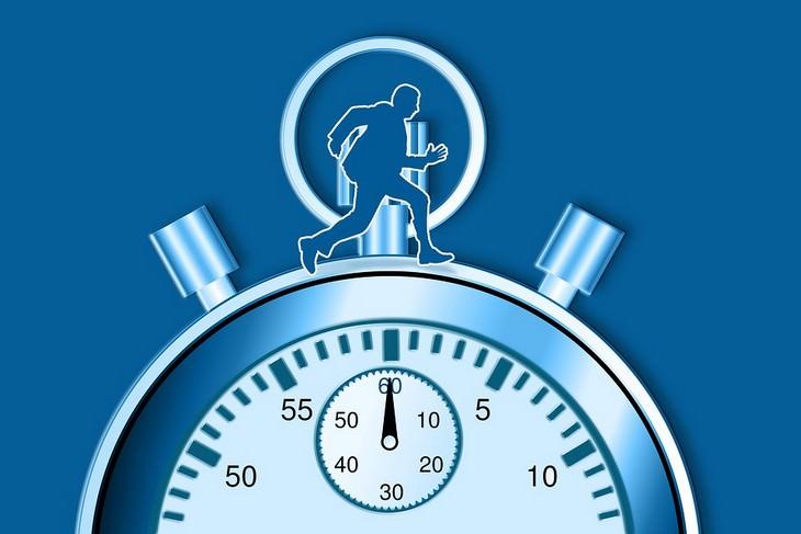 איור של אדם רץ על שעון עצר