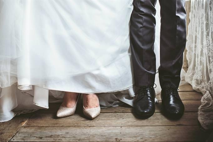 רגליים של חתן וכלה