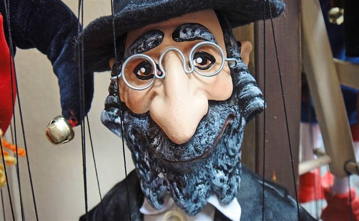 בובה של יהודי חרדי