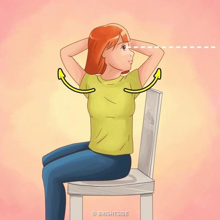 תרגילים לשיפור היציבה: איור של אישה יושבת על כיסא ומסובבת את פלג גופה העליון הצידה