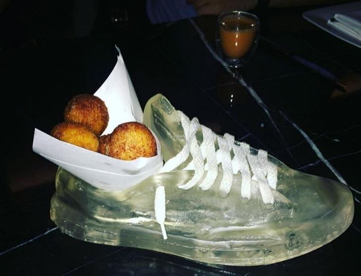 אוכל בתוך נעל ספורט מג'לטין