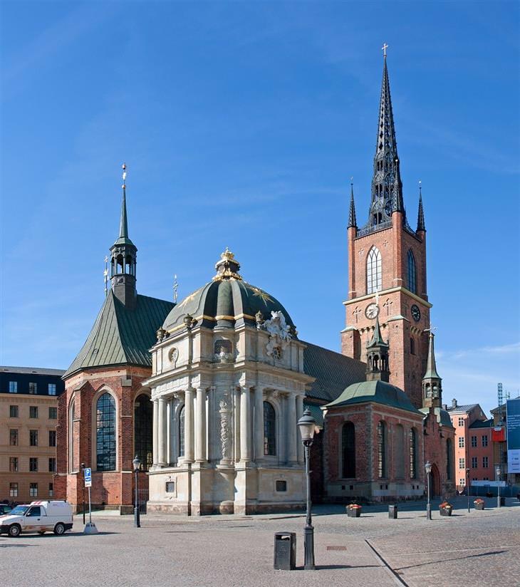אתרים מומלצים בשוודיה: תמונה מבחוץ של כנסיית רידרהולם