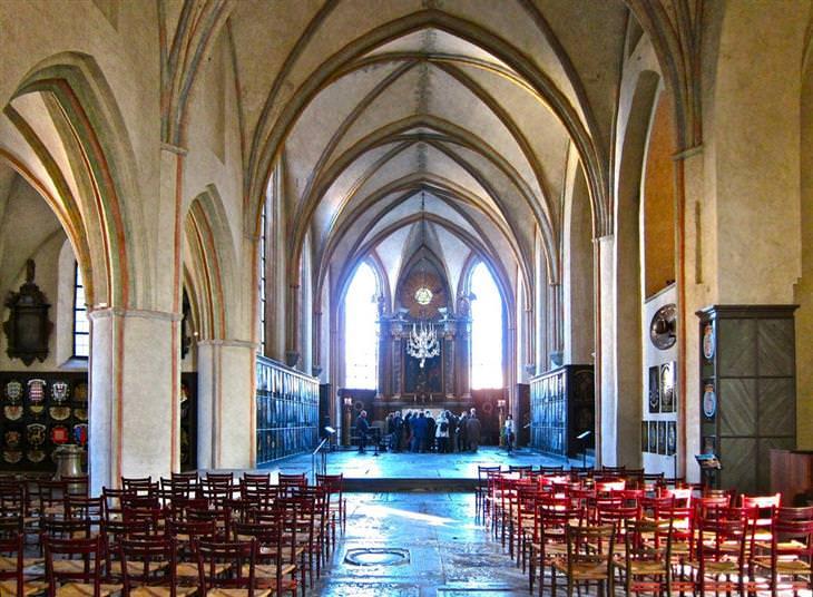 אתרים מומלצים בשוודיה: מזבח בכנסיית רידרהולם