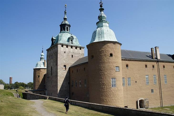 אתרים מומלצים בשוודיה: צילום מבחוץ של טירת קלמר