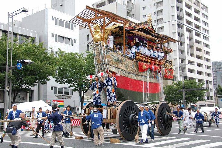 פסטיבל גיון בקיוטו: קרון תהלוכה במצעד