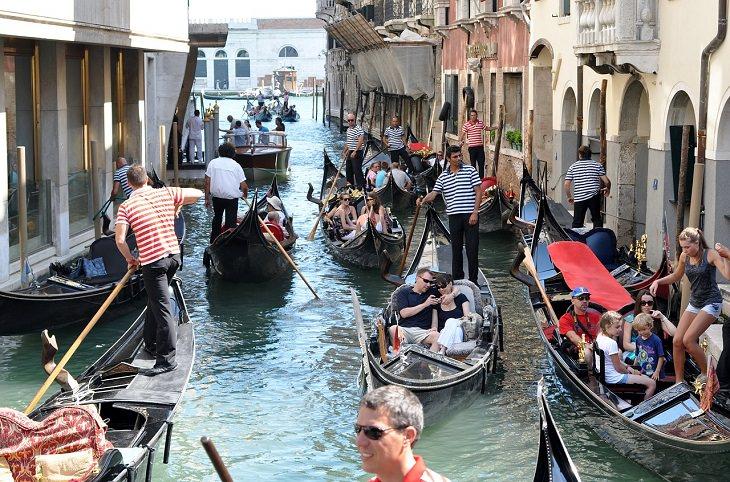 אתרי תיירות חלופיים: פקק גונדולות בוונציה