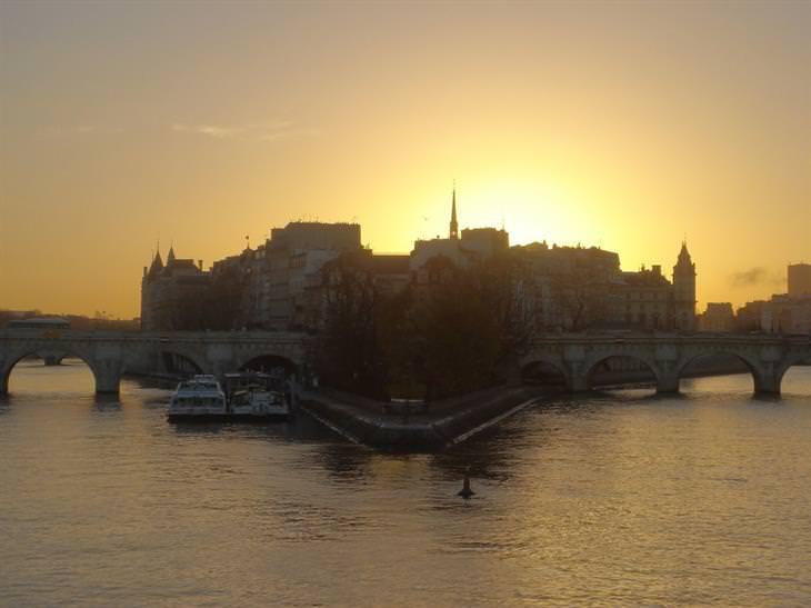 זריחות ברחבי העולם: זריחה בפריז