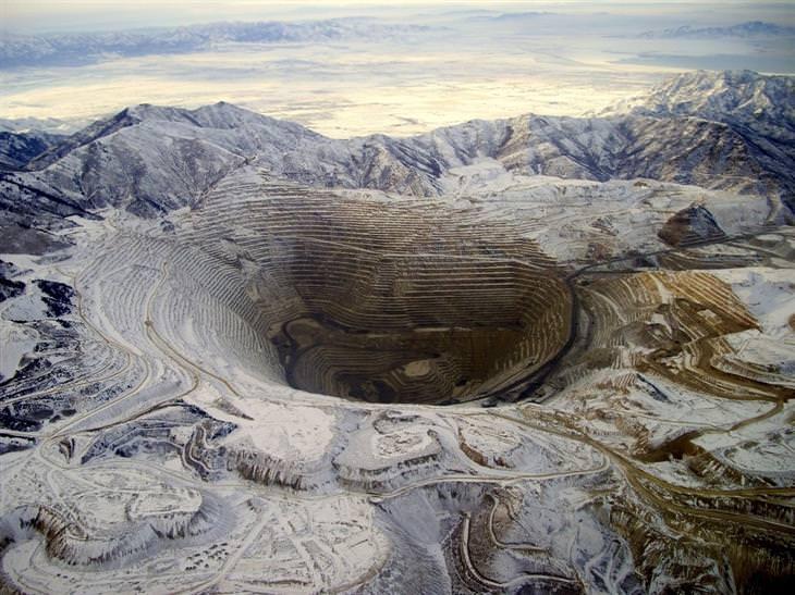 תמונות טבע: מבט מהאוויר על מכרה נחושת