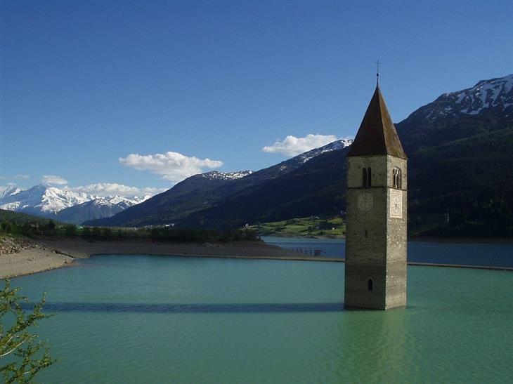 מקומות שאתם לא מכירים בעולם: מגדל הפעמון באגם רשן