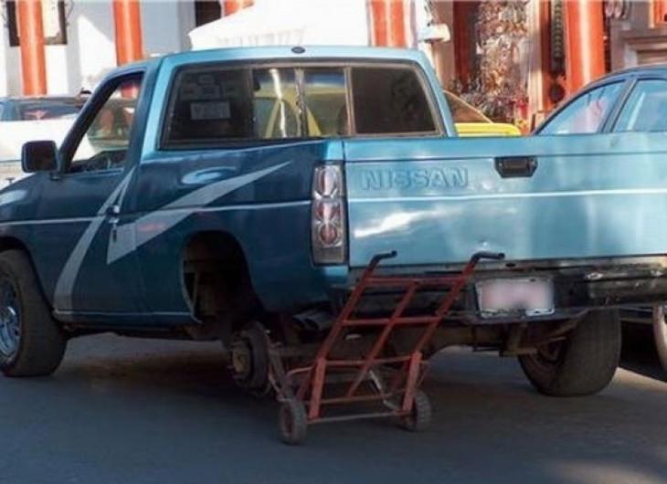 תמונות מצחיקות: גלגל רזרבי לרכב שעשוי מעגלת משא