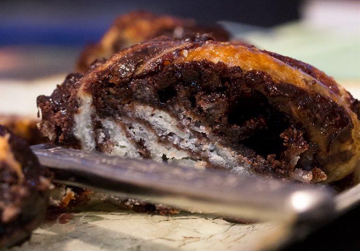 טיפים לצילום אוכל: מנת עוגה בצילום עם קומפוזיציה