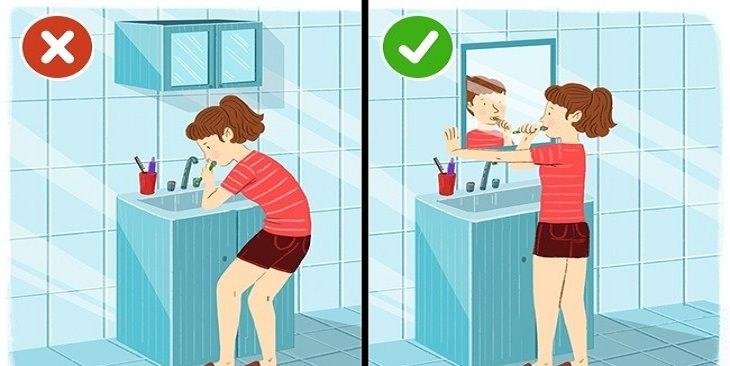 כיצד למנוע נזק לעמוד השדרה: איור אישה מצחצחת שיניים כשהיא נשענת קדימה לעומת אישה שמצחצחת שיניים בזמן שהיא מחזיקה בקיר ומייצבת את גבה