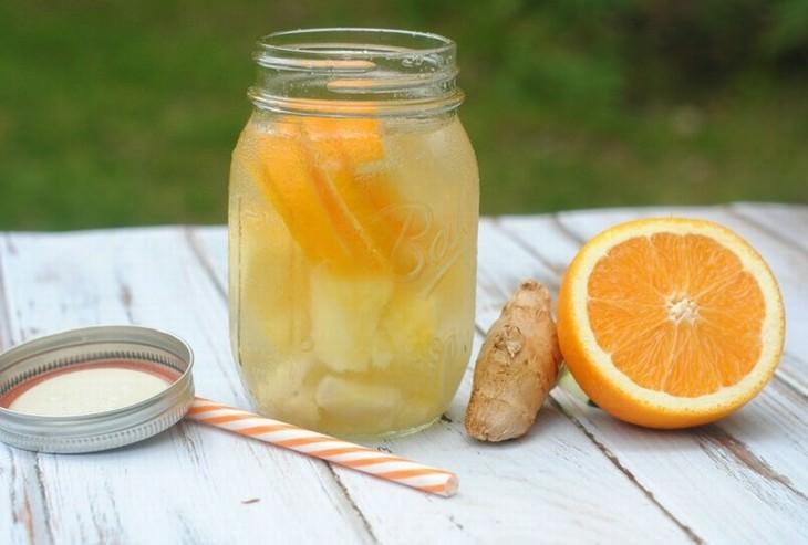 מים בטעמים: מי תפוז, אננס וג'ינג'ר