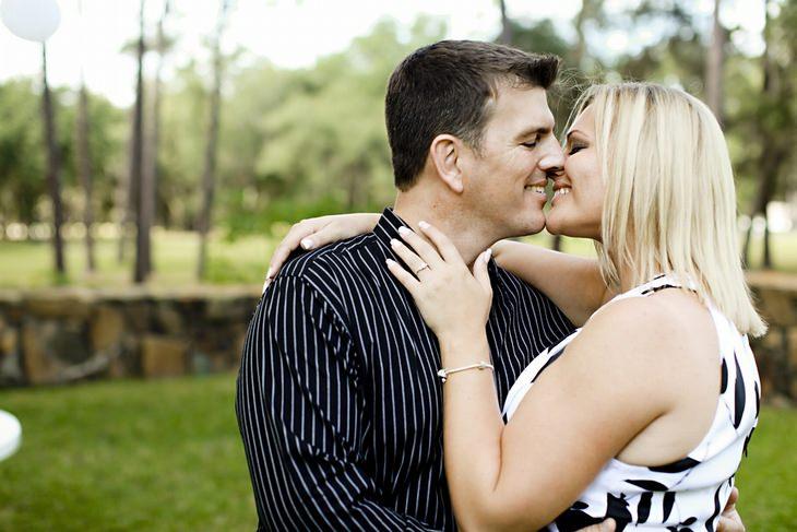 סודות לזוגיות מאושרת: זוג מתנשק