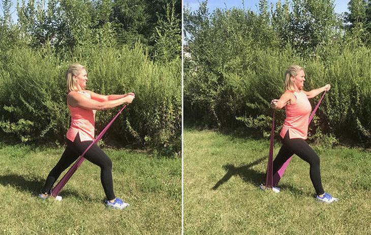 """תרגילים עם רצועת התעמלות לחיטוב הזרועות: תרגיל """"לחבק עץ"""""""