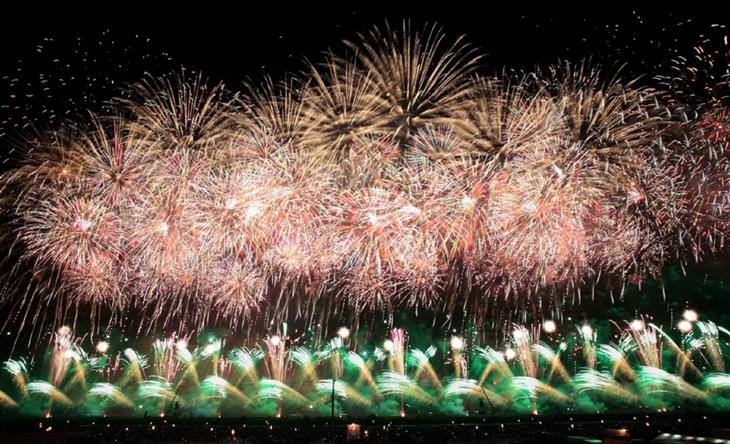 תמונות מפסטיבלי זיקוקי די-נור מיפן