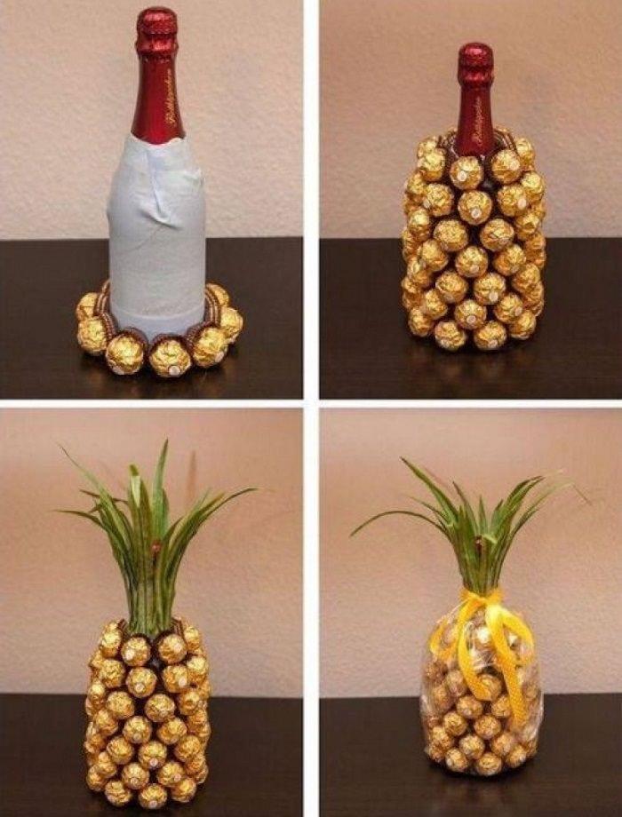 עיצובי מתנות מיוחדים: בקבוק יין מכוסה בשוקולדים מסוג פררו רושה ונראה כמו אננס