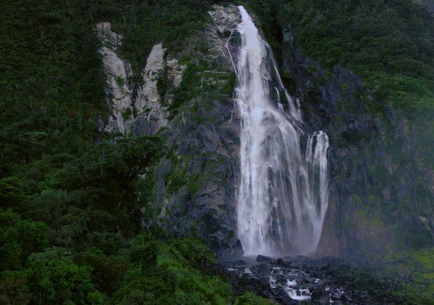 סרטון טיולים: מילפורד סאונד - ניו זילנד