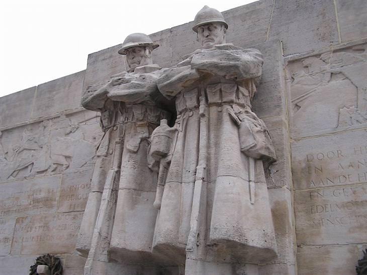הפסלים הגדולים והמרשימים בעולם: אנדרטת אנגלו-בלגיה – בריסל, בלגיה