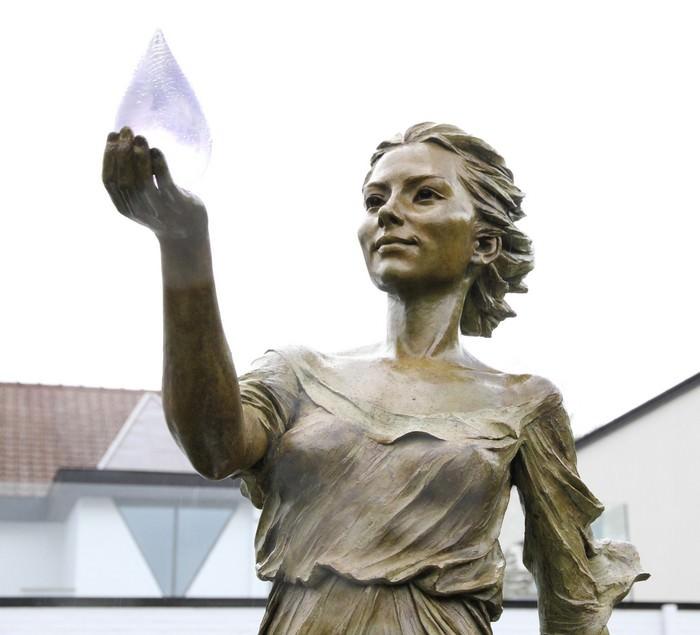 פסל של גוף האישה