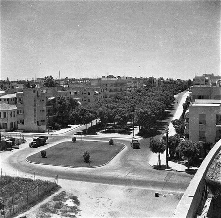 תמונות מתל אביב של פעם: מבט מגג הבימה אל כיכר הבימה ושדרות רוטשילד