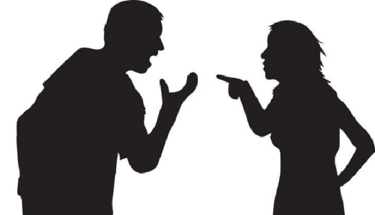 מה מפריע לגברים ונשים: צלליות של גבר ואישה רבים