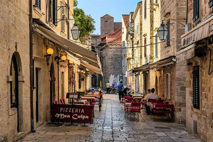 מסלול טיולים של שבוע בקרואטיה: סמטאות העיר העתיקה של דוברובניק