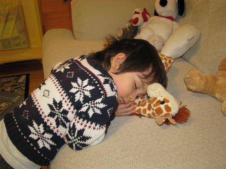 יתרונות של שינה מספקת אצל ילדים: ילד ישן