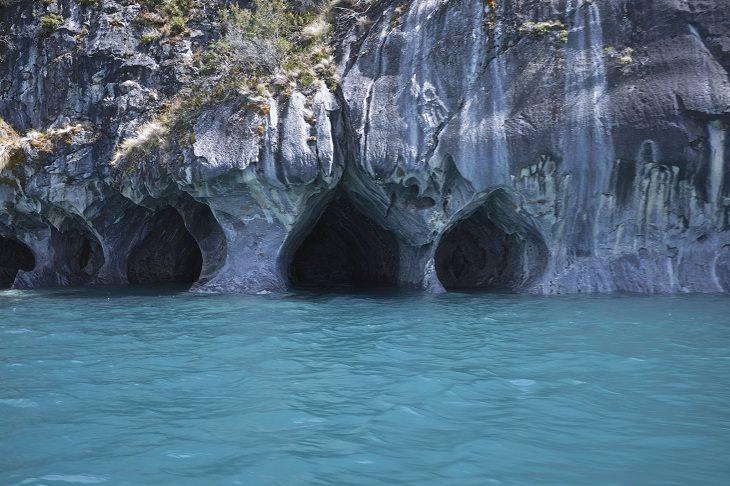 המערות הימיות היפות בעולם: הצד החיצוני של מערת השיש