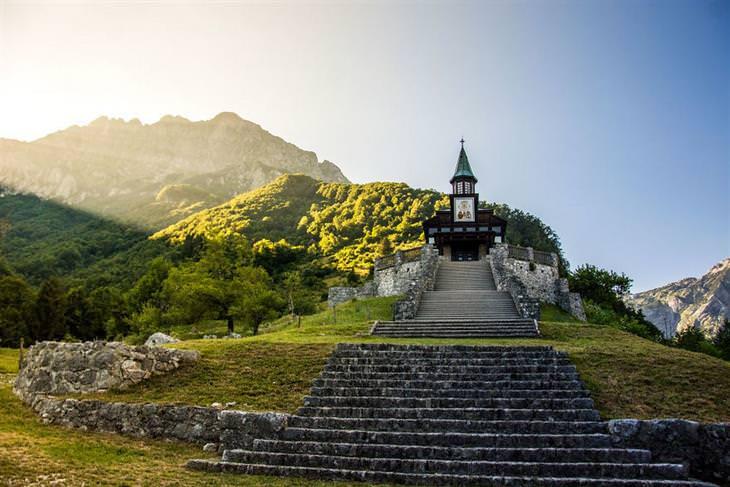 סלובניה: כנסיית ג'בורקה ממוריאל באור ראשון