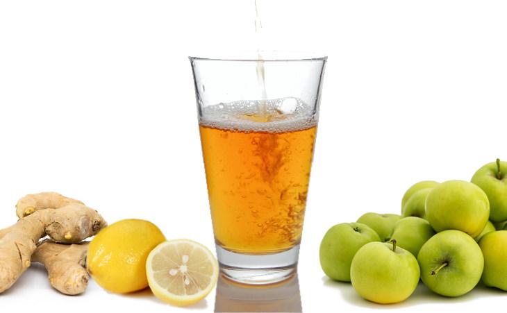 משקה שלושת המיצים לניקוי המעיים: משקה שלושת המיצים לצד תפוחים, ג'ינג'ר ולימון