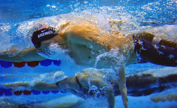 יתרונות שחייה: גברים שוחים בסגנון חתירה
