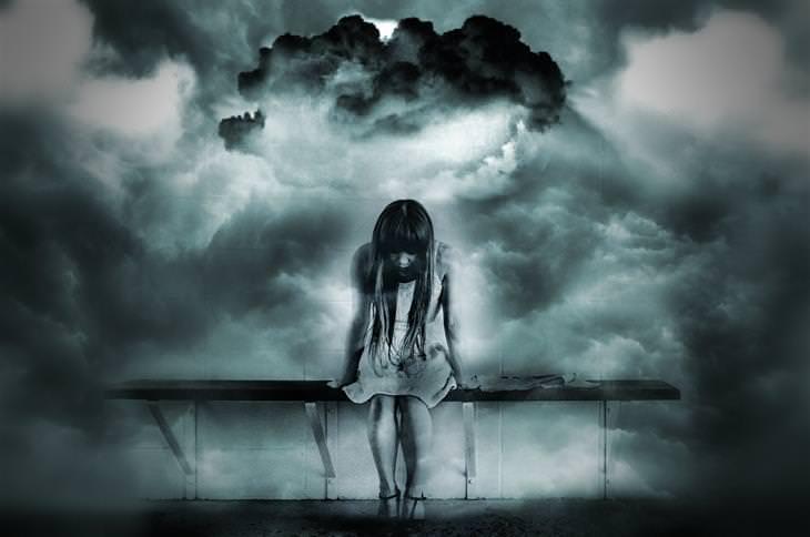 שאלות שצריך לשאול כשמודאגים: אישה יושבת על ספסל ומרכינה את ראשה, ומסביבה סערה