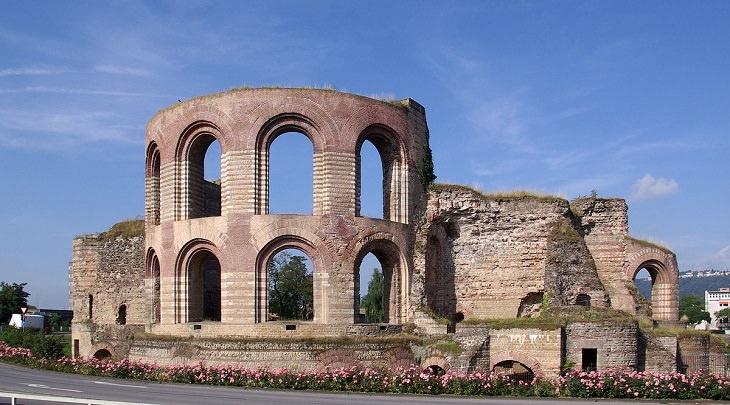 סיור בעיר העתיקה בגרמניה: בית מרחץ עתיק בטריר