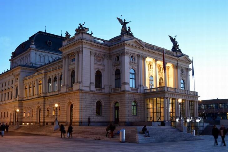 אטרקציות בציריך: בית האופרה של ציריך