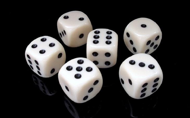 מילים שאתם צריכים להפסיק להגיד לעצמכם: קוביות משחק