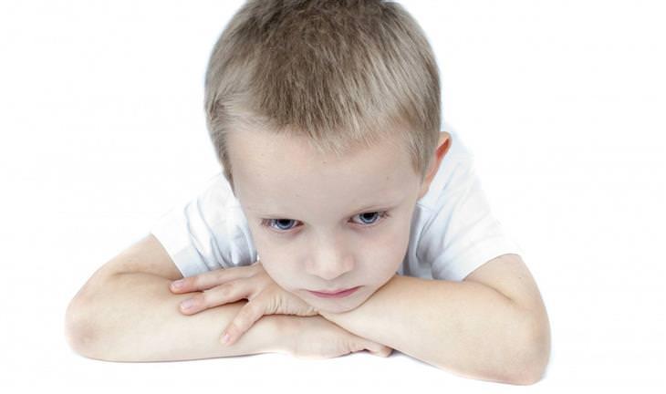 איך להתמודד עם תלונות של ילדים על בית הספר: ילד מדוכדך