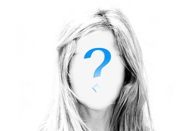 פנים של אישה מכוסות בסימן שאלה