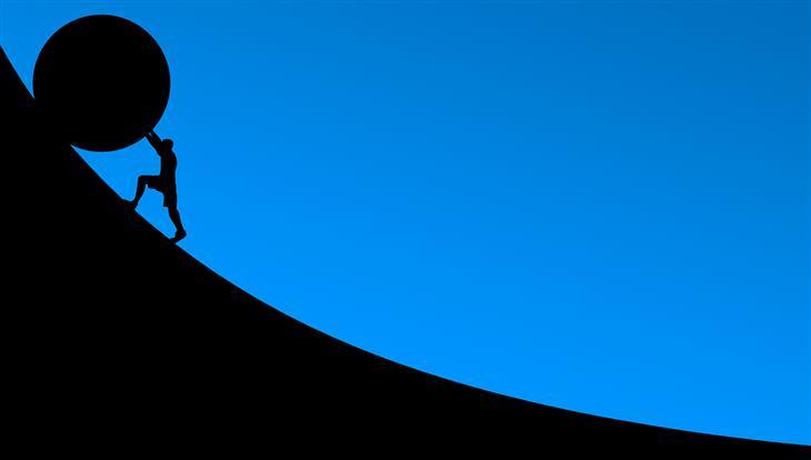 עצות להצלחה שצריך לקחת בערבון מוגבל: צללית של איש שסוחב כדור אבן ענקי בעלייה