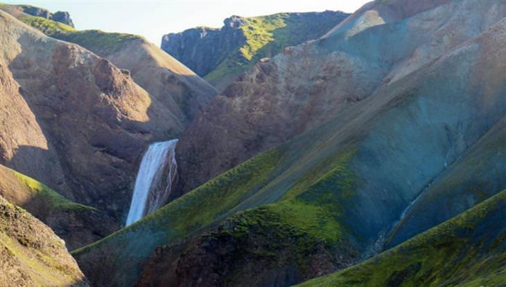 לנדמנלאוגר איסלנד: הרים צבעוניים