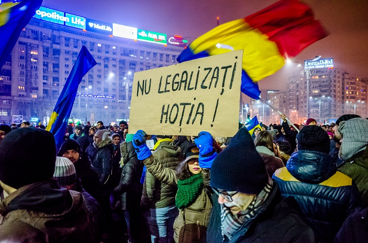 תלונות נפוצות במדינת העולם: אזרחים רומנים מפגינים
