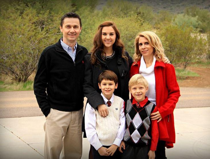 הורים וילדים: משפחה מאושרת