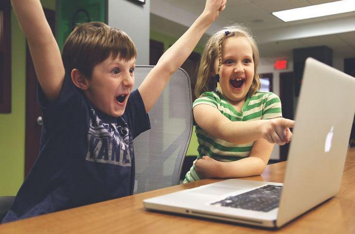 הורים וילדים: ילדים מריעים משמחה